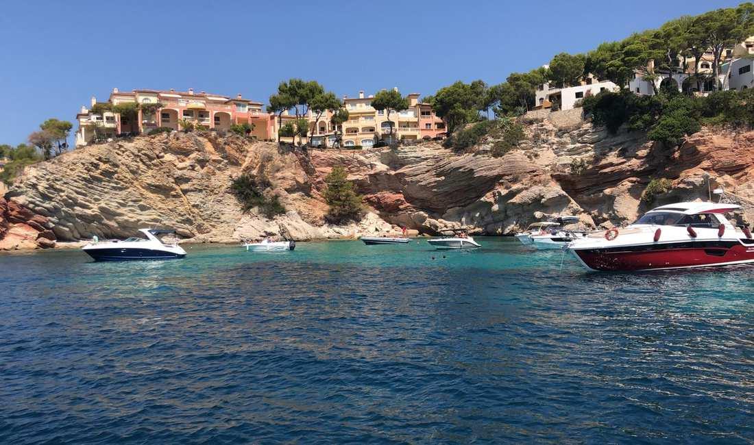 Cala Illetes MAllorca vista desde catamaran